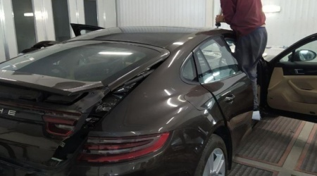 Сохранение и установка оригинального лобового стекла на Porsche panamera (2)