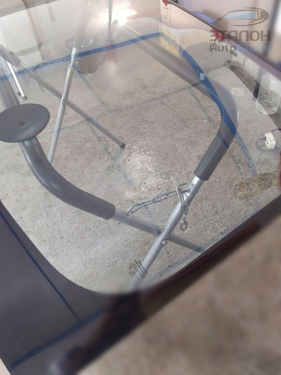 zamena-lobovogo-stekla-i-tonirovka-atermalnoj-plenkoj-4