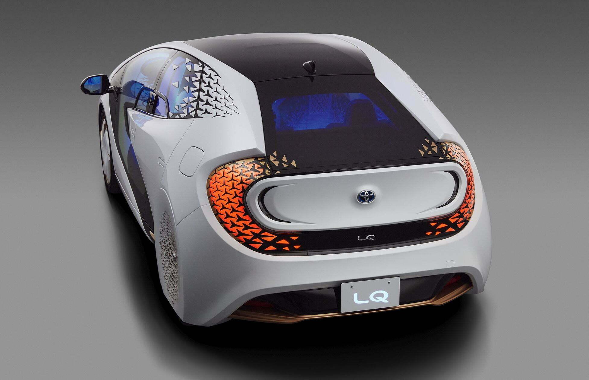 elektromobil-toyota-lq-s-iskusstvennym-intellektom-2