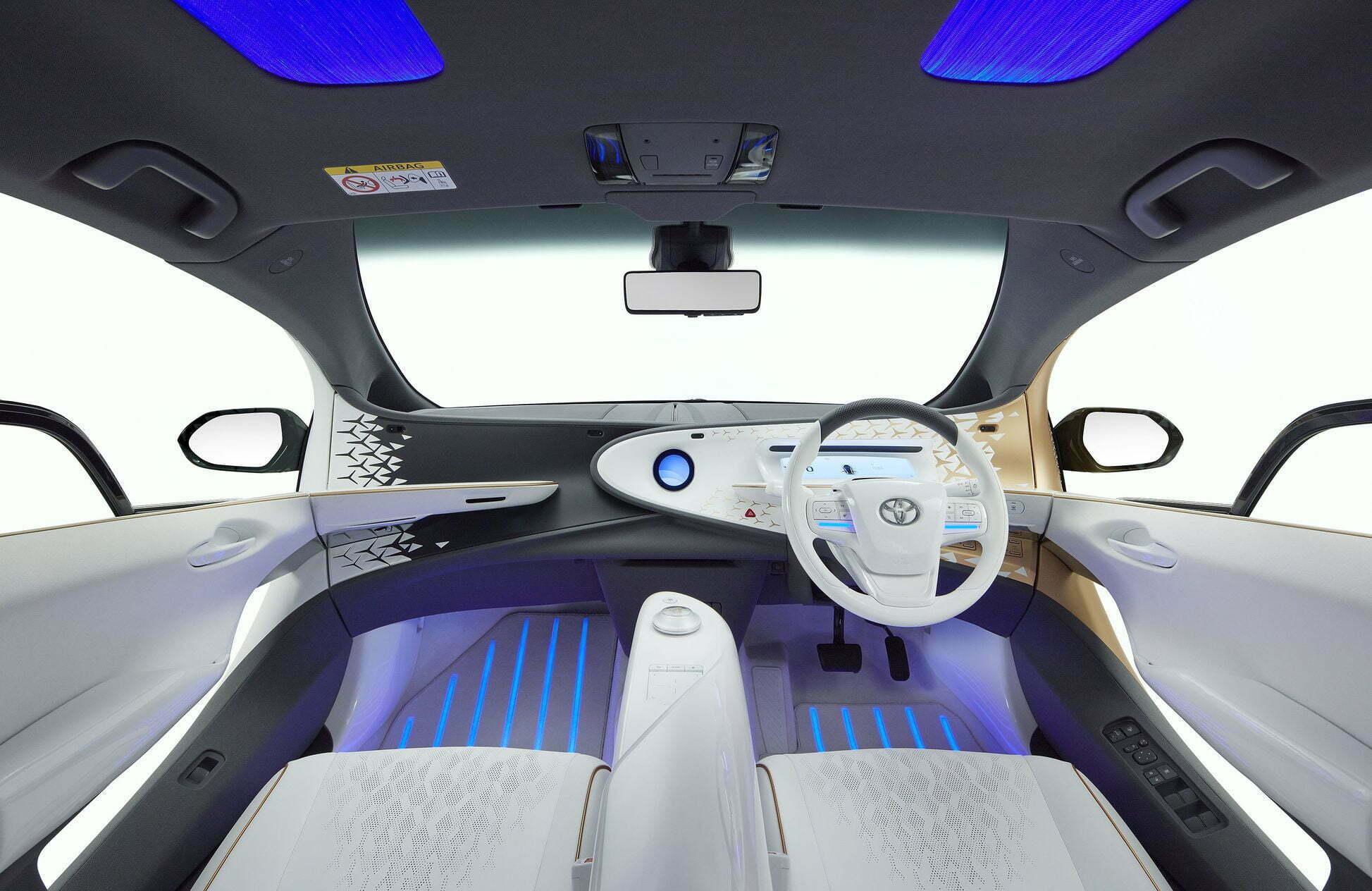 elektromobil-toyota-lq-s-iskusstvennym-intellektom-3