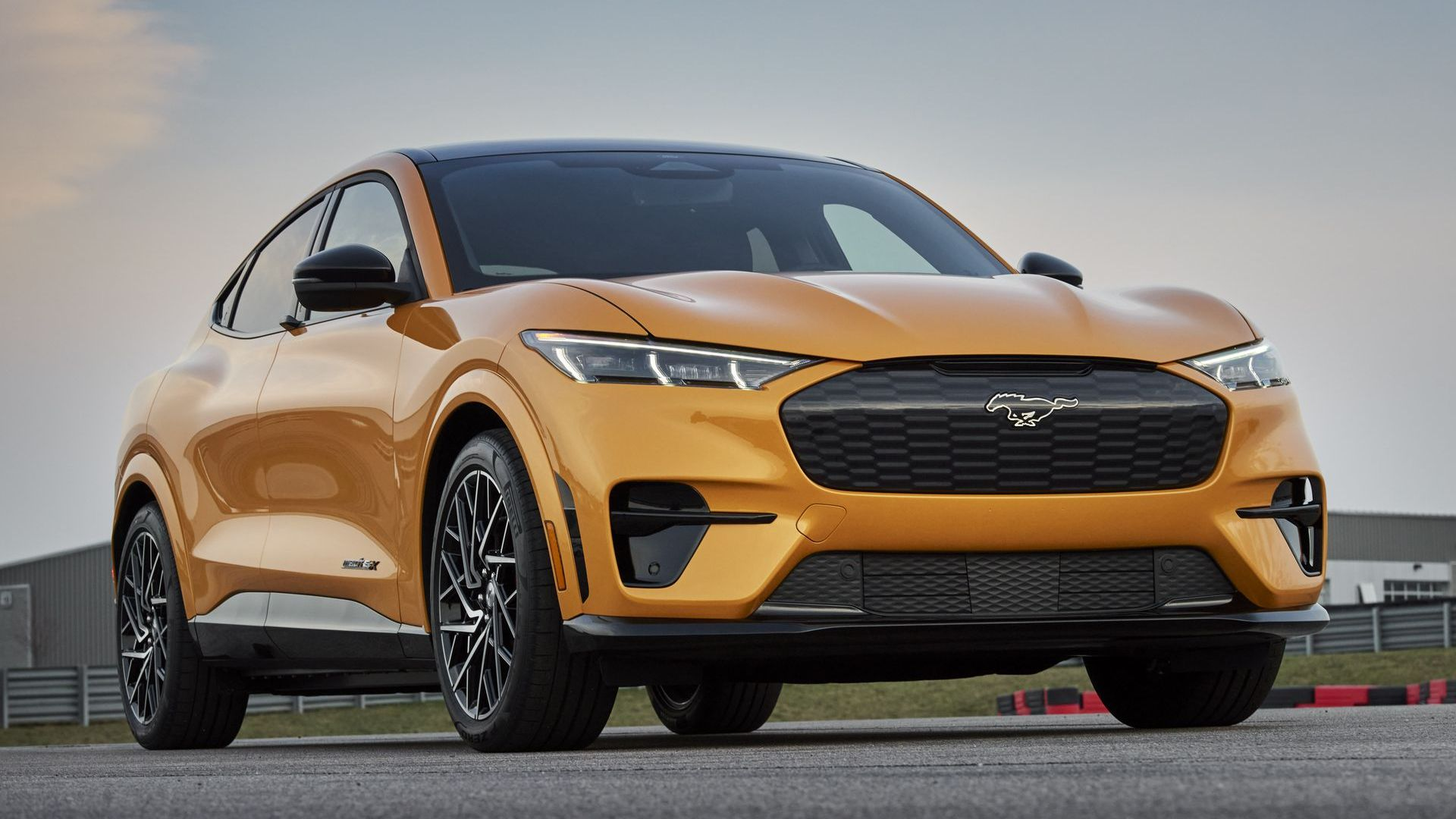kak-ford-mustang-stal-suv-4